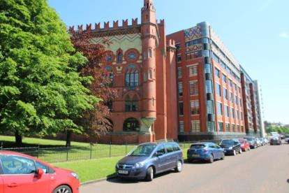 2 Bedrooms Flat for sale in Templeton Court, Glasgow Green