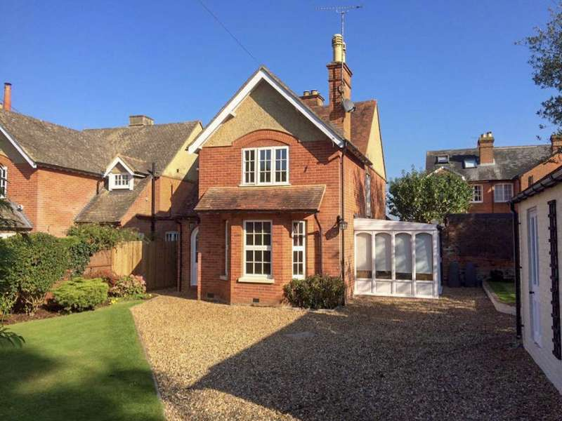 3 Bedrooms Detached House for sale in Cricket Green Lane, Hartley Wintney, RG27