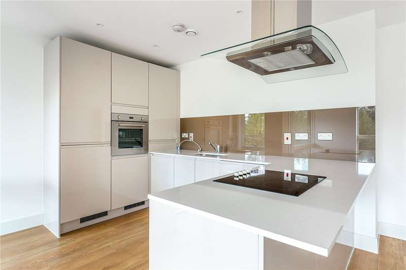 3 Bedrooms Flat for sale in Bodiam Court, 4 Lakeside Drive, London, NW10