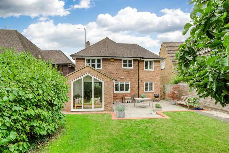4 Bedrooms Detached House for sale in Highlands Road, Buckingham
