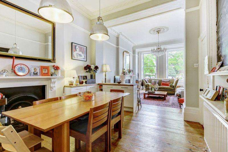 2 Bedrooms Apartment Flat for sale in Vyvyan Terrace, Clifton