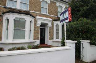 2 Bedrooms Flat for sale in Blythe Vale, Catford, London, .