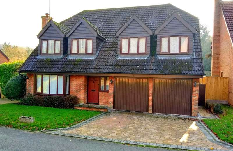 5 Bedrooms Detached House for sale in EXECUTIVE 5 BED DETACHED HOME WITH GARAGE IN PRIVATE FELDEN CUL DE SAC