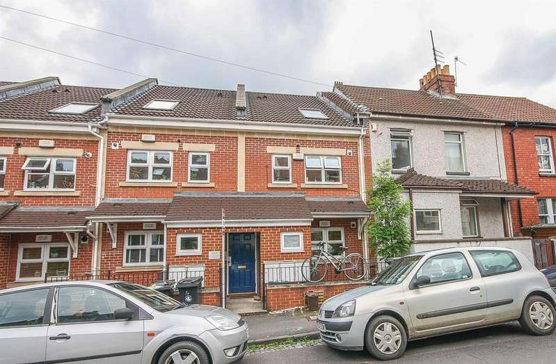 2 Bedrooms Maisonette Flat for sale in Cotswold Road, Windmill Hill, Bristol, BS3 4NR