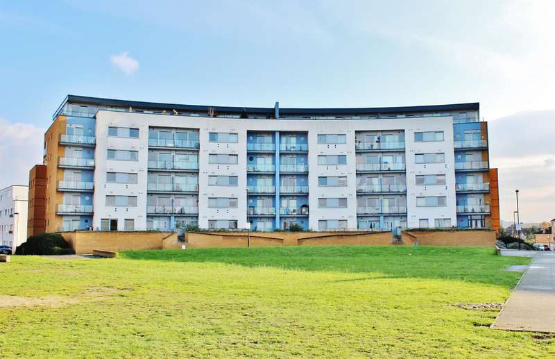 3 Bedrooms Flat for sale in Tideslea Path, West Thamesmead, London, SE28 0NA