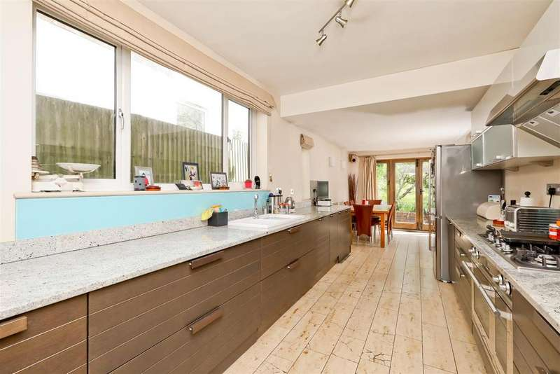 4 Bedrooms Detached House for sale in Withdean Crescent, Withdean, Brighton