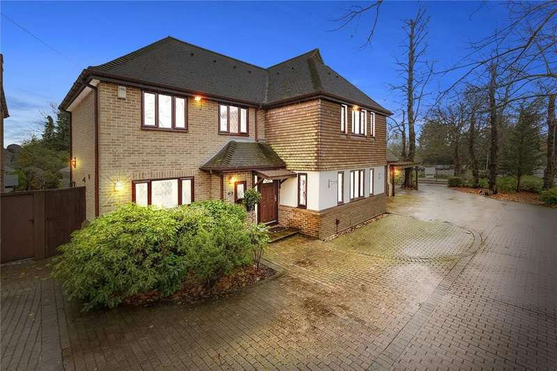 5 Bedrooms Detached House for sale in Hall Lane, Upminster, RM14