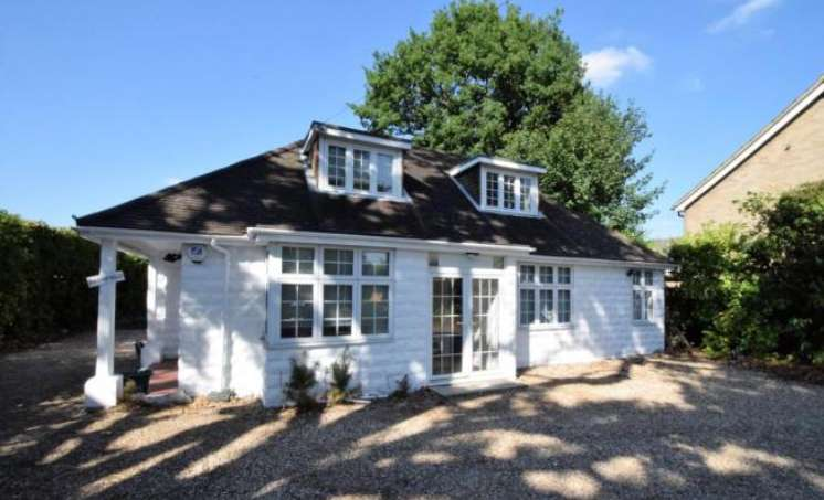 4 Bedrooms Detached House for sale in Handford Lane, Hampshire, GU46