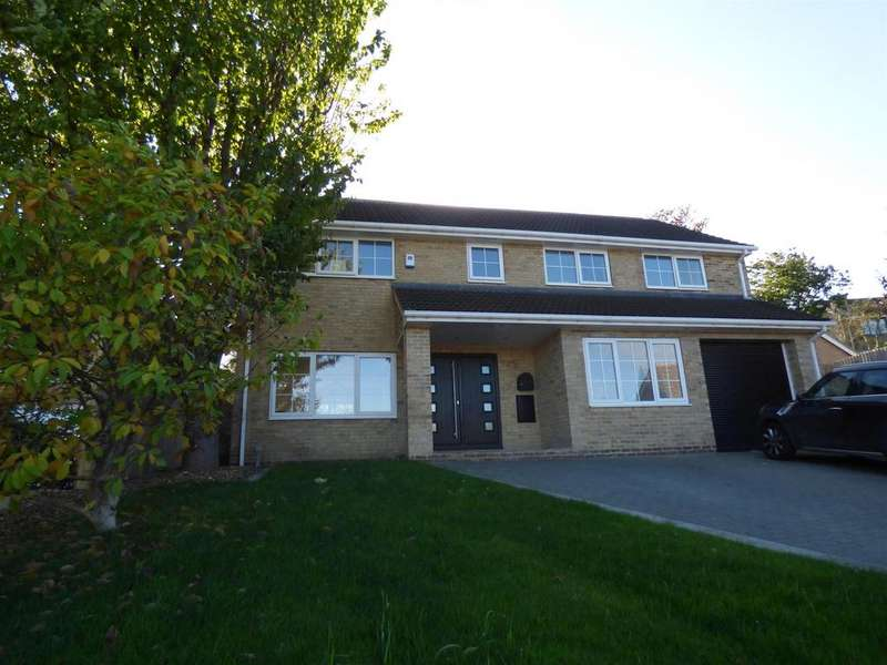 5 Bedrooms Detached House for sale in Chiltern Drive, Upper Hopton, WF14 8PZ