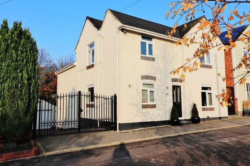 4 Bedrooms Detached House for sale in Valley Lane, Wilnecote