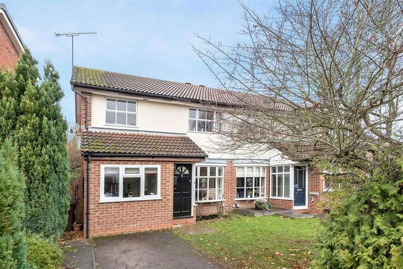 3 Bedrooms Semi Detached House for sale in Kesteven Way, Wokingham, Berkshire RG41 3AD