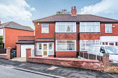 3 Bedrooms Semi Detached House for sale in Wilshaw Grove, Ashton-under-Lyne, Greater Manchester