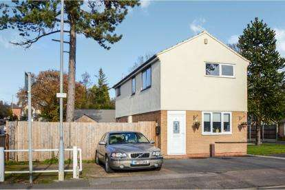 3 Bedrooms Semi Detached House for sale in Woodbank, Glen Parva, Leicester, Leicestershire