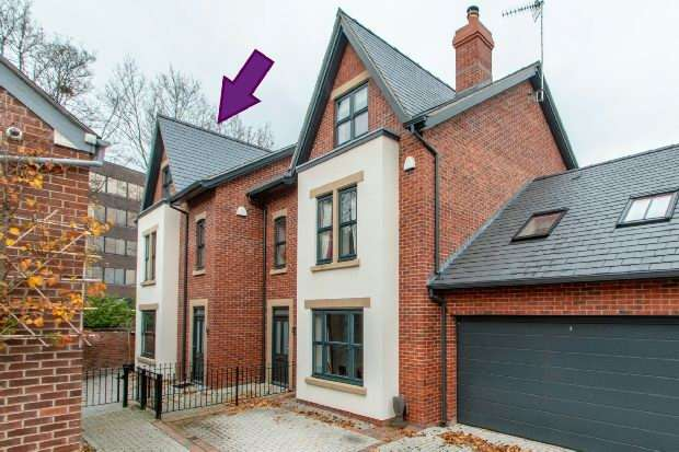 4 Bedrooms Semi Detached House for sale in Garden Lane, Altrincham