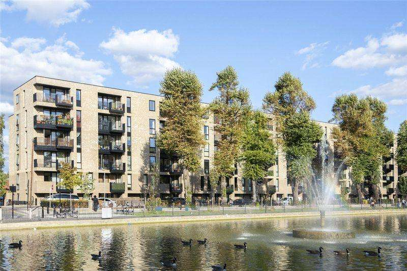 2 Bedrooms Apartment Flat for sale in Cedarwood Court, Clapton Common, London