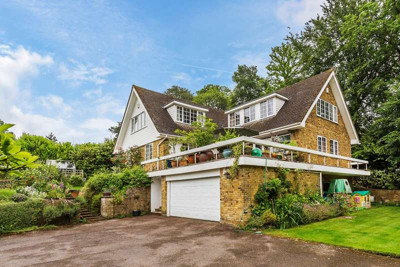 6 Bedrooms Detached House for sale in Dormans Park, RH19 2LU