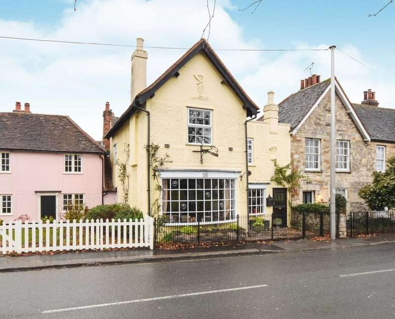 4 Bedrooms Cottage House for sale in The Green, Writtle, CM1 3DU