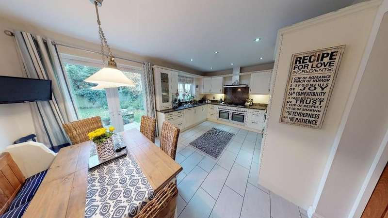 5 Bedrooms Detached House for sale in Lovelace Gardens, Exeter