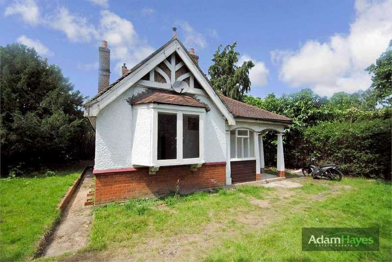 4 Bedrooms Detached Bungalow for sale in Long Lane, Finchley Central, N3