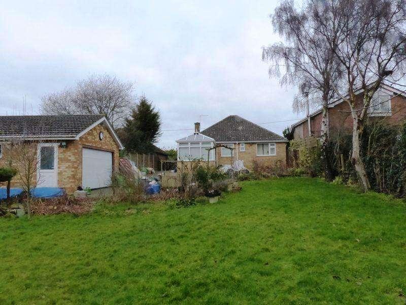 2 Bedrooms Detached Bungalow for sale in Meadow Lane, North Hykeham