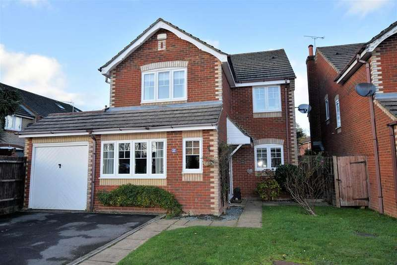 4 Bedrooms Detached House for sale in Manor Park Close, Tilehurst, Reading