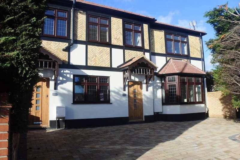 2 Bedrooms Maisonette Flat for sale in Larkshall Road, Chingford, E4
