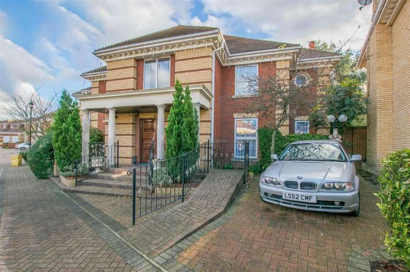 5 Bedrooms Detached House for sale in The Maples, Goffs Oak
