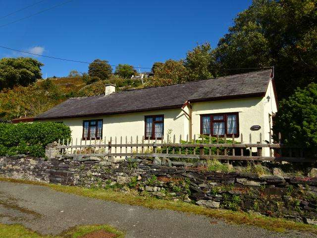 2 Bedrooms Cottage House for sale in Dinorwic LL55