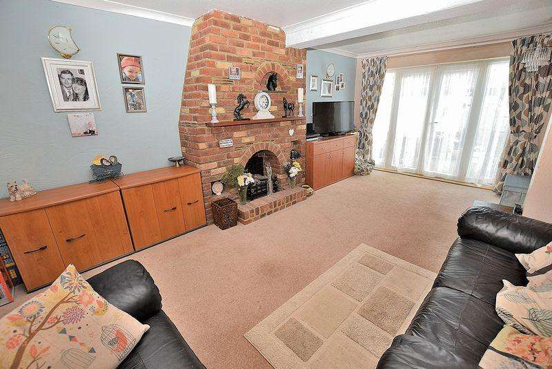 3 Bedrooms Terraced House for sale in Greenfield Close, West Dunstable