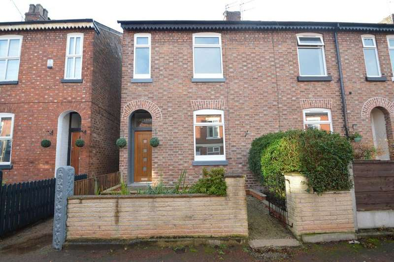 3 Bedrooms End Of Terrace House for sale in Roebuck Lane, Sale, M33