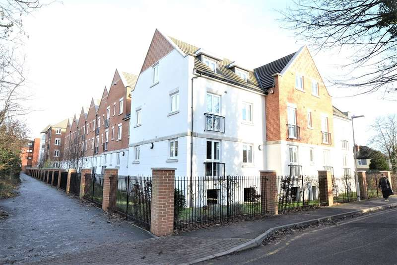 2 Bedrooms Apartment Flat for sale in Crayshaw Court, Caversham, Reading