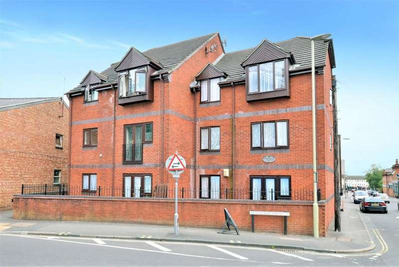 2 Bedrooms Ground Maisonette Flat for sale in Birchett Road, Aldershot