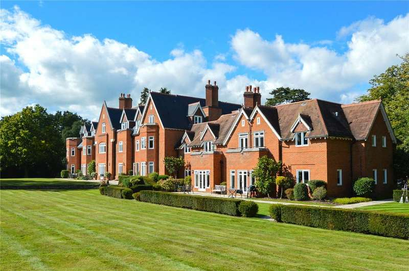2 Bedrooms Apartment Flat for sale in North Court, The Ridges, Wokingham, Berkshire, RG40