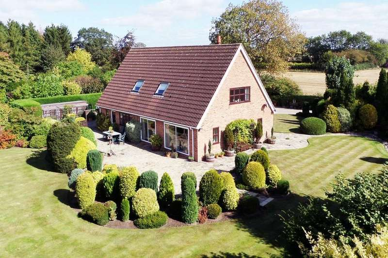 4 Bedrooms Detached House for sale in Sheriff Hutton Road, Strensall, York