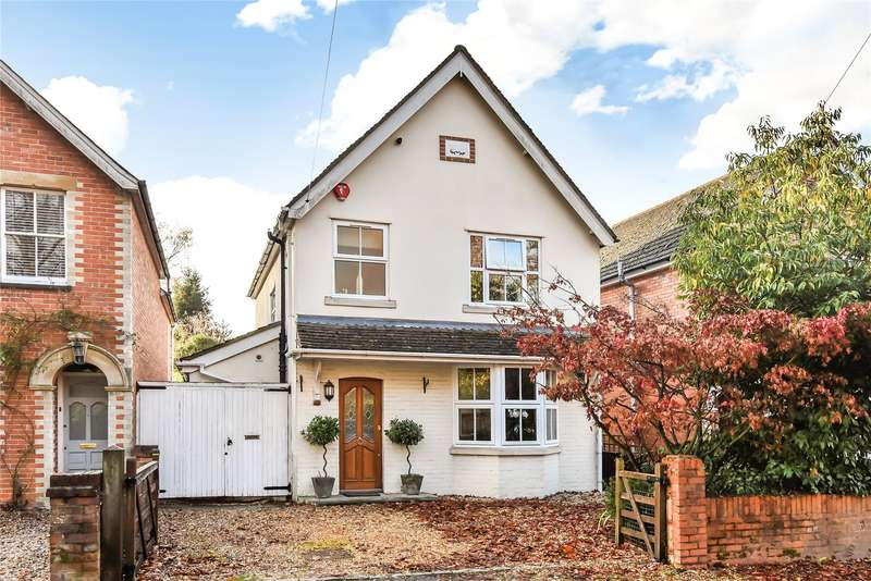 3 Bedrooms Detached House for sale in Addiscombe Road, Crowthorne, Berkshire, RG45