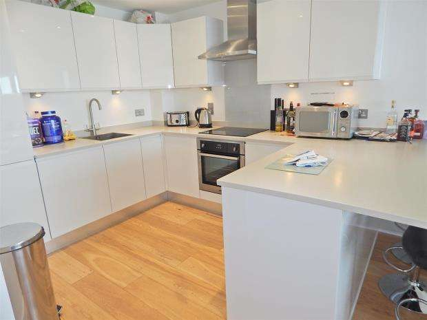 2 Bedrooms Apartment Flat for sale in Admirals Quay, Ocean Way, Southampton