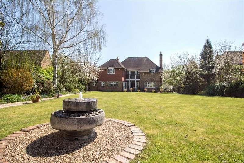 5 Bedrooms Detached House for sale in Burnmoor Meadow, Finchampstead, Wokingham, RG40