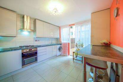 4 Bedrooms Terraced House for sale in Buxton Road, Archway, London