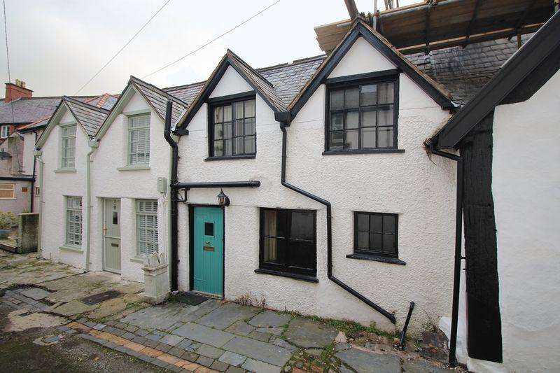 2 Bedrooms Terraced House for sale in Chapel Street Square, Llangollen