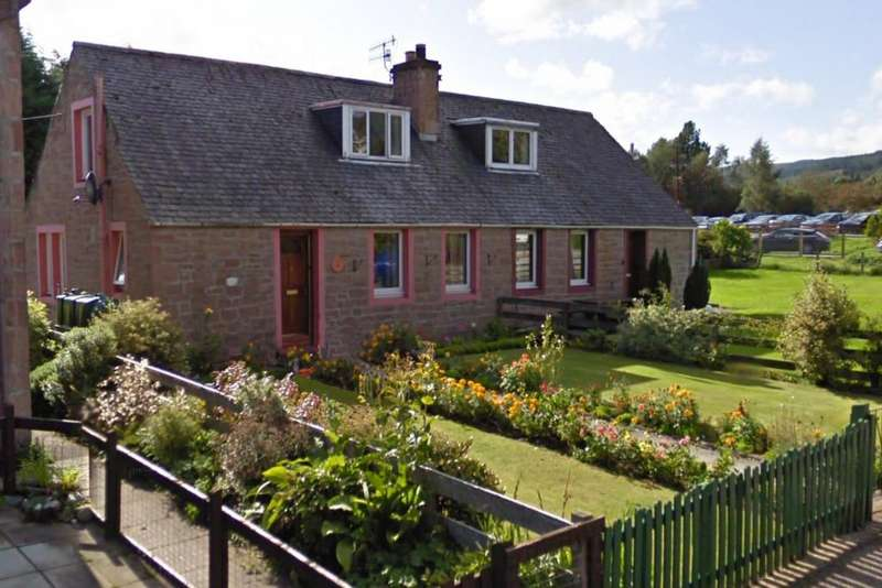 3 Bedrooms Semi Detached House for sale in 8 The Riggs