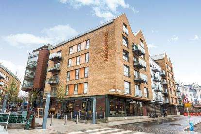 2 Bedrooms Flat for sale in Gaol Ferry Steps, Bristol