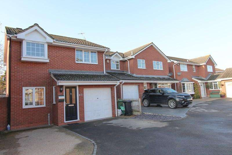 3 Bedrooms Detached House for sale in Horsecroft Gardens, Barrs Court, Bristol