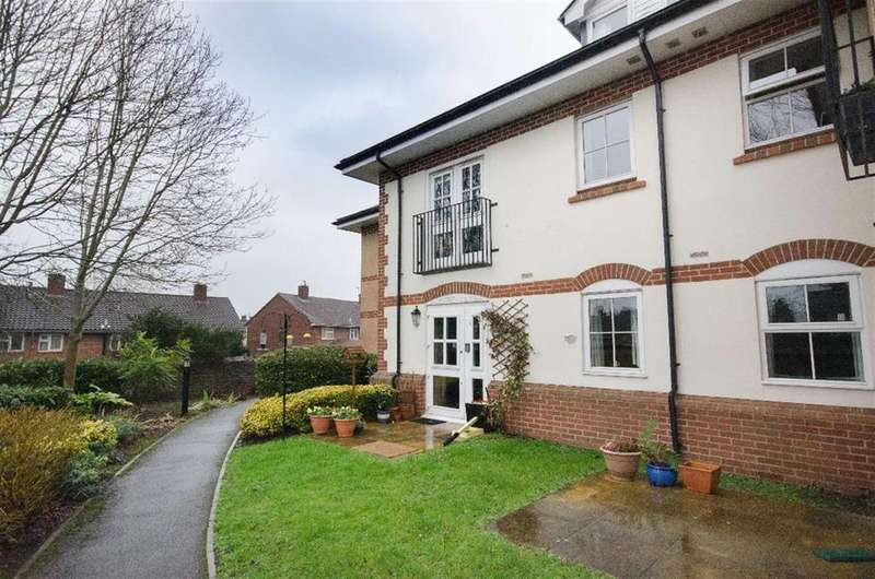 2 Bedrooms Flat for sale in Woodland Court, Partridge Drive, Downend, BS16 2RB