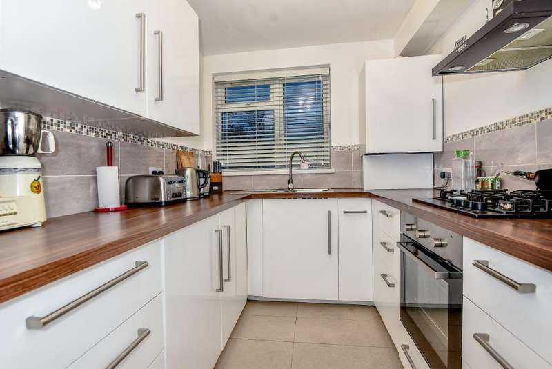2 Bedrooms Flat for sale in Slough, Berkshire, SL3