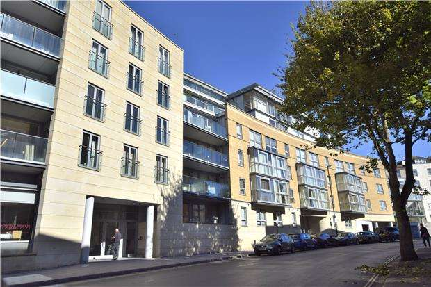 2 Bedrooms Flat for sale in North Contemporis, 20 Merchants Road, Clifton, BRISTOL, BS8 4HH