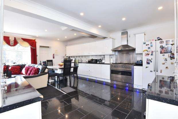 5 Bedrooms Property for sale in Thorncliffe Road, Norwood Green