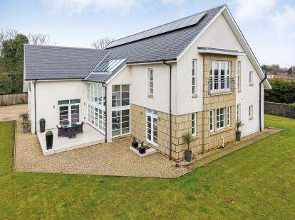 5 Bedrooms Detached House for sale in Easwald Bank, Kilbarchan