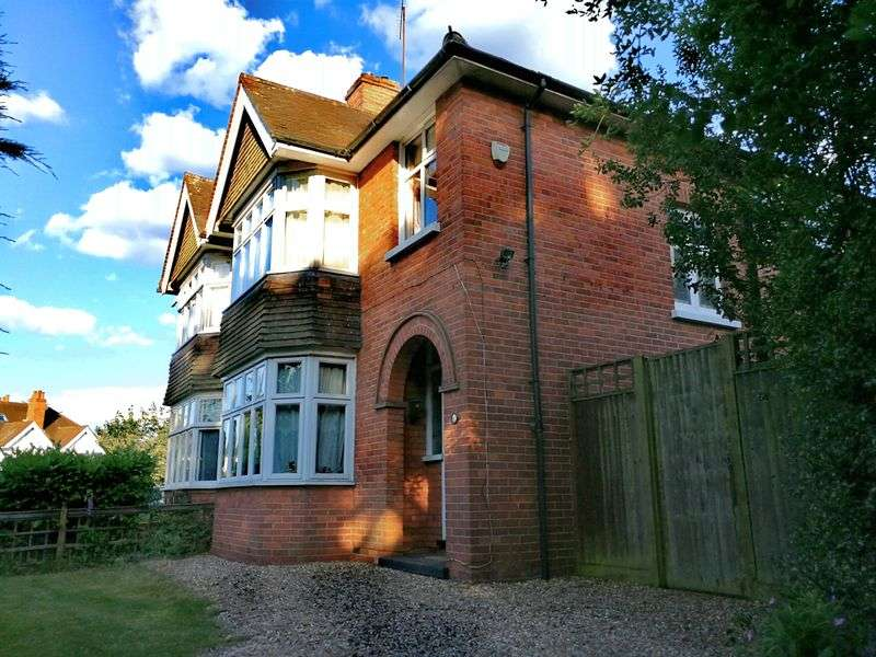 3 Bedrooms Property for sale in Southcote Lane, Reading