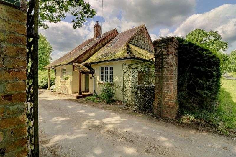 5 Bedrooms Property for sale in Somersbury Lane, Cranleigh