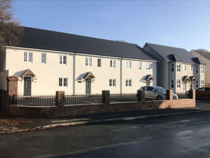 4 Bedrooms Property for sale in The Terrace, Tredegar